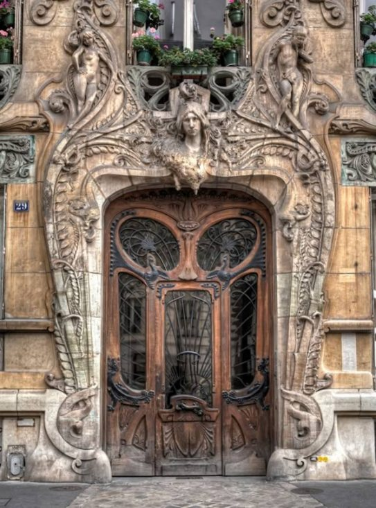 amazing-door-in-the-7th-arrondissement-of-paris-at-29-avenue-a-few-steps-from-the-eiffel-tower