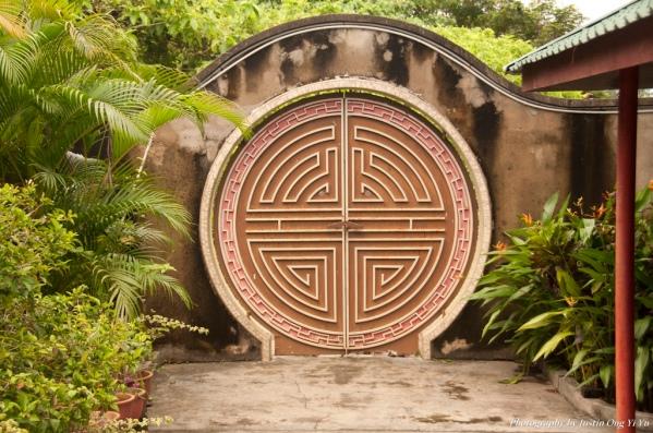Asian-Hobbit-Door-Justin-Ong