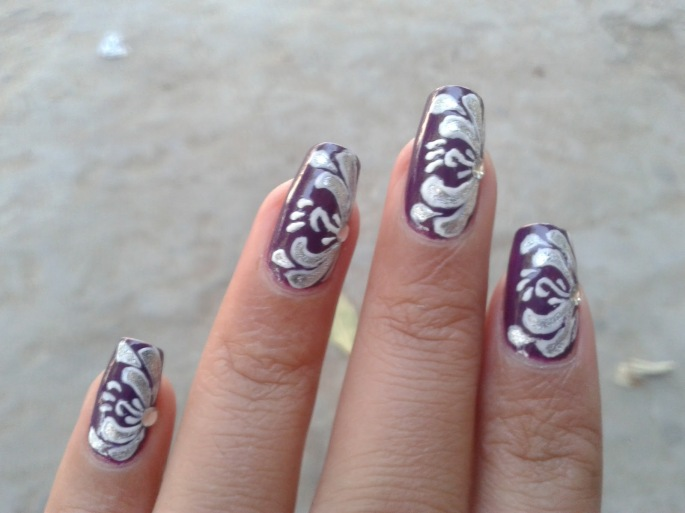 beafull hand painted nail design