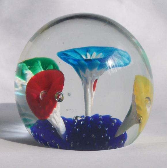 murano-trumplet-flower-glass-paperweight