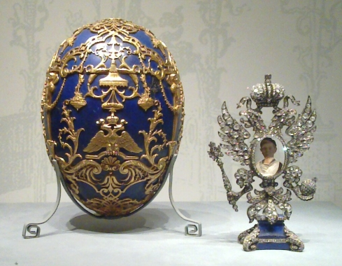 Tsarevich_(Fabergé_egg)_and_surprise