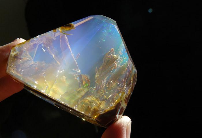 Ocean inside a Opal