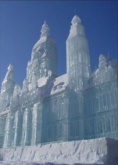 Wonderful-Creative-Ice-Sculptures-37